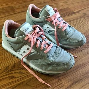 Saucony Jazz Lo Pro Gray and Pink Sneakers